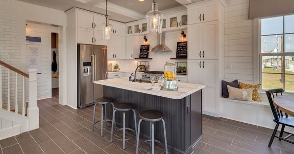 Tiletuesday Features A Fabulous Kitchen Design And Installation By Dream Finder Homes Out Of Jacksonville Floor Design Grey Kitchen Designs Custom Kitchens