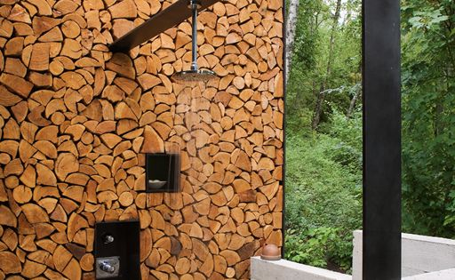 Wood Outdoor Shower / Stone Creek Camp / Andersson Wise bathroom design