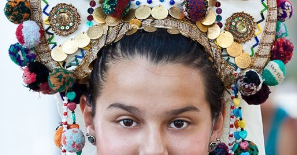 photo: Couple Bulgarian Bride Moby Headdress