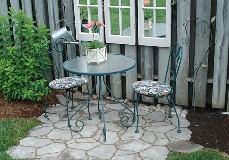 Gartenzaun deko mit holzfenstert ren mit spiegeln garten for Deko gartenzaun