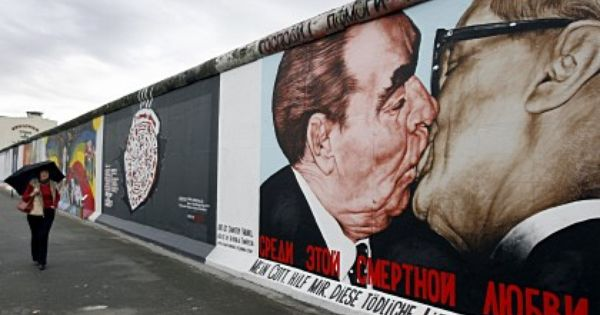 East Side Gallery 1 3 Km Open Air Gallery It S Great Seeing The Pictures Berlin Berliner Mauer Oberbaumbrucke
