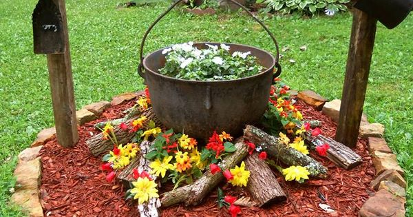 Fire pit ideas diy outdoor living that won 39 t break the for Flower fire pit