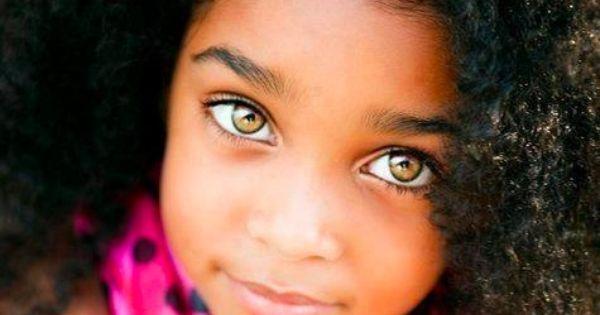 petite fille m tisse aux yeux clairs et cheveux fris s riveting beauty pinterest yeux. Black Bedroom Furniture Sets. Home Design Ideas