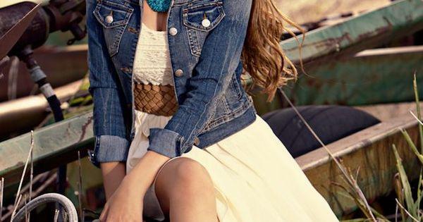 Senior Pictures Ideas For Girls | Senior Portrait Posing Tips For The