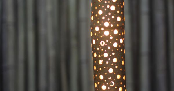 bambou lumineux faire soi m me en per ant la plante de multiples trous diy deco lampe. Black Bedroom Furniture Sets. Home Design Ideas
