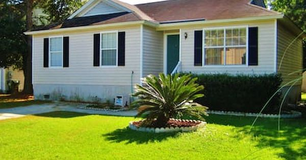 Check Out This Awesome Listing On Airbnb Clean Cozy 3br Savannah House Houses For Rent In Savannah Georgi Savannah Houses Downtown Savannah Savannah Chat