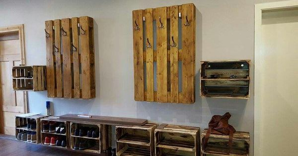 Garderobe aus obstkisten und paletten dekoration pinterest for Garderobe young