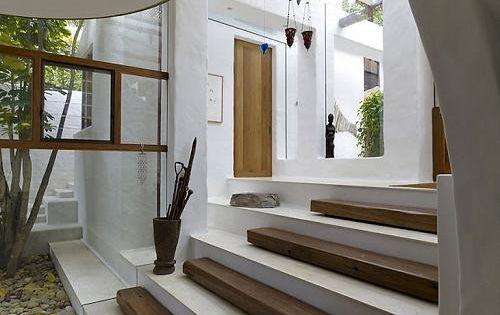 Casa de dise o moderno frente al mar arquitectura y for Construccion escaleras interiores