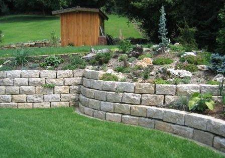 Feuchter natursteine hangbefestigung hangbefestigungen for Gartengestaltung verschiedene ebenen