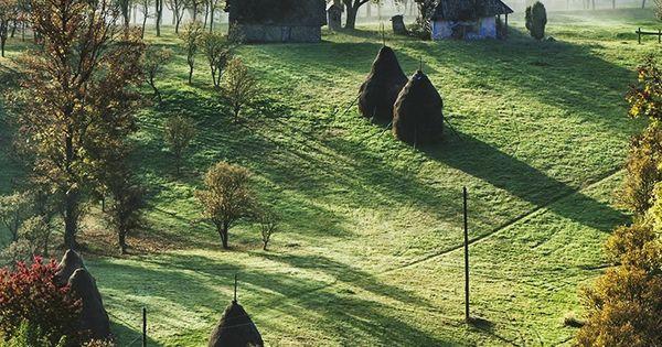 Beautiful countryside in the morning - Maramures, Romania (by Kalmar Zoltan on