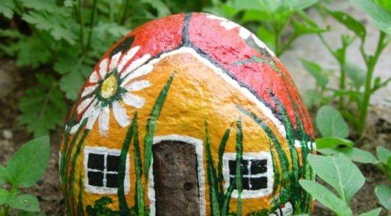 ladybug house Art painted rock - great rock painting projects @ this