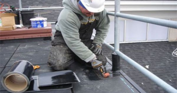 Http Www Mobilehomecaretips Com Mobilehomeroofrepairoptions Php Has Some Info For Diy Homeowners On How To Do A Flat Roof Repair Roof Repair Roof Leak Repair