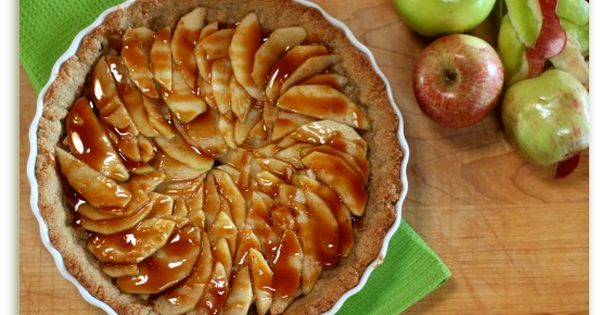 Salted caramel apple pie, Caramel apple pies and Salted caramels on ...