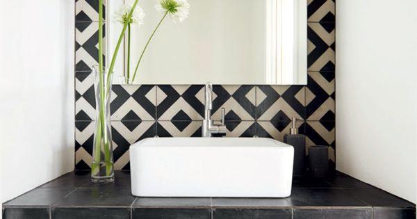 effet pop dans la salle de bains avec un rev tement mural. Black Bedroom Furniture Sets. Home Design Ideas