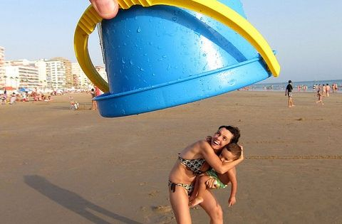 Fun Beach Photo Ideas. Great for a family photo shoot!