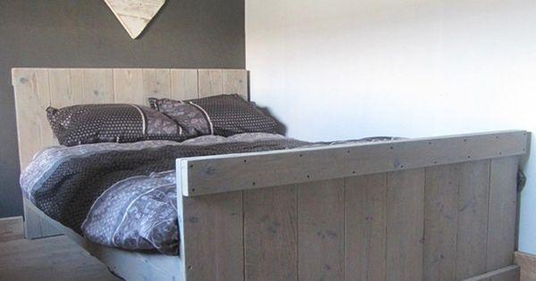 Twijfelaar van steigerhout steigerhout pinterest bedden palleten en houten pallet bedden - Modern bed volwassen ...