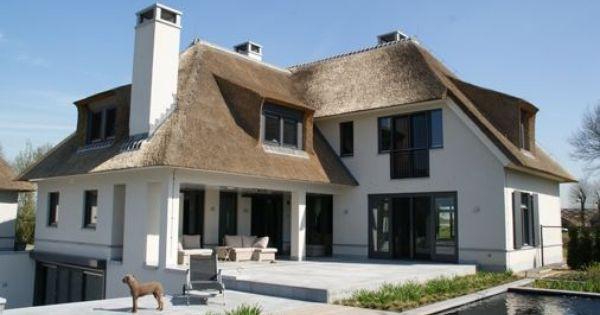 Witte villa met rieten dak huizen pinterest villas met and tuin - Lay outs rond het huis ...