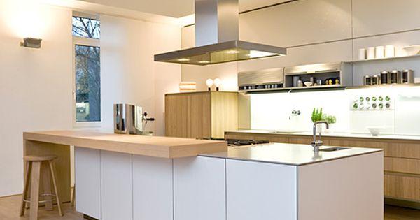 Diese Küche ist modern Es hat eine Arbeitsplatte und hell ist - k chen mit theke