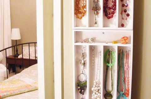 DIY jewelry organizer made from 3x bamboo cutlery trays + screws &
