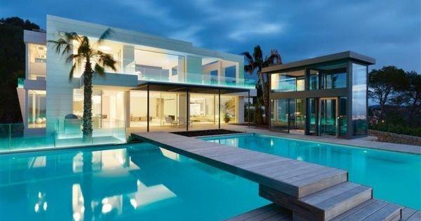 Maison contemporaine de luxe qui change de couleur for Villa de luxe interieur
