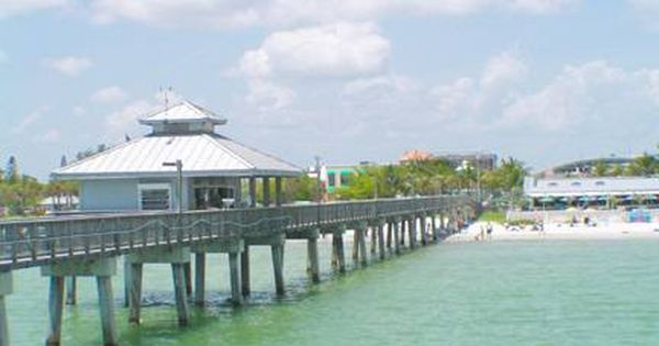 Ft meyers beach fl this pier is where i caught my very for Fort myers fishing pier