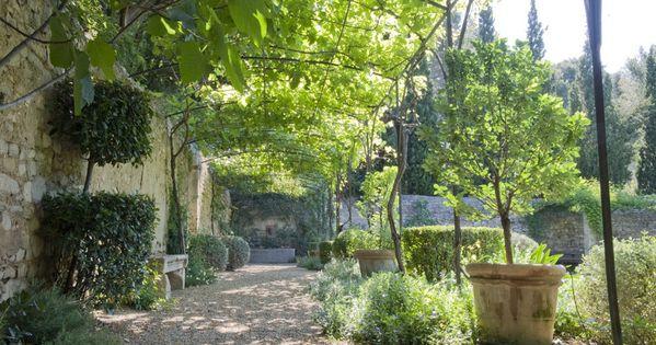 le jardin clos provencal jardin by dominique lafourcade. Black Bedroom Furniture Sets. Home Design Ideas