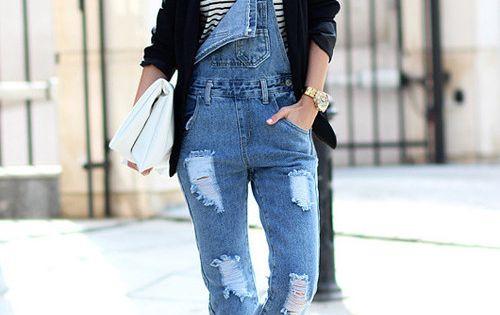 mit was kann man blaue jeans latzhose f r damen. Black Bedroom Furniture Sets. Home Design Ideas