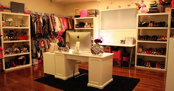 closet/office! .....spare bedroom idea?!
