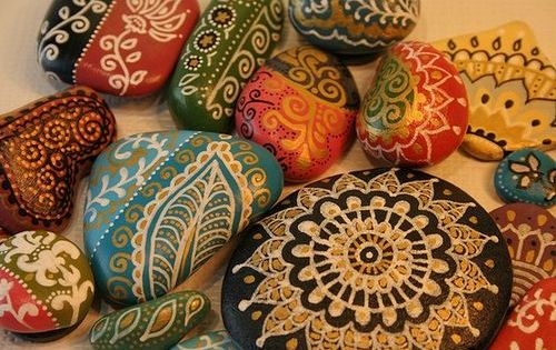 painted rocks from inspirebohemia. tons more rock craft ideas at the link.
