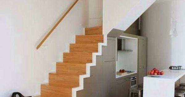 Cocina peque a bajo escalera escaleras pinterest for Escaleras cocinas pequenas