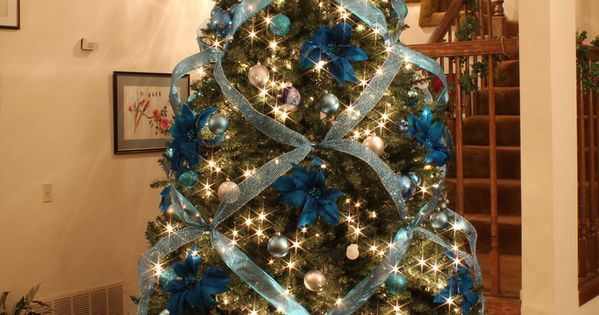 This blue is beautiful. I Never thought to incorporate blue into Christmas