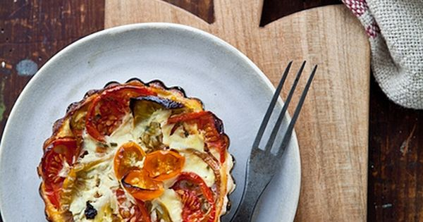 Heirloom Tomatoes Tartlets (and also a quick Panzanella Salad)