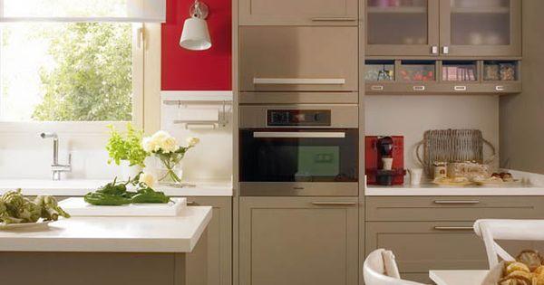 Mur rouge meubles gris clair blanc cuisine for Cuisine mur rouge et gris