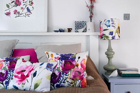Bright floral bedroom design idea