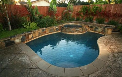 Pool designs for small backyards small inground swimming for Swimming pool designs for small yards