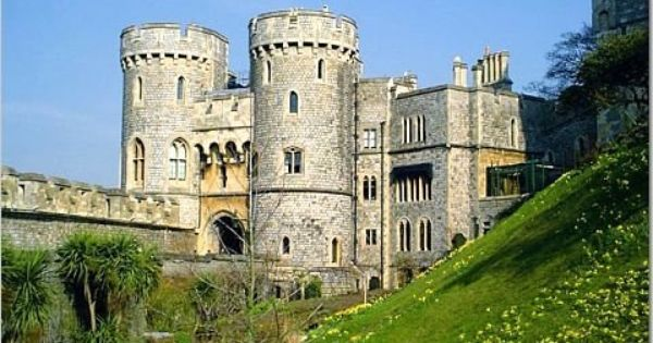 Windsor Castle-EXCERPT: 'The ghost of Queen Elizabeth I. was seen by Lieutenant