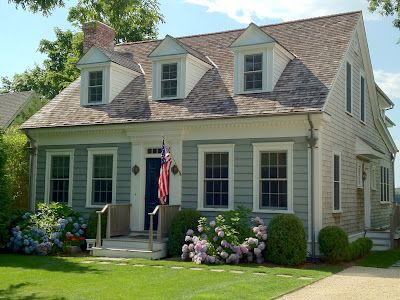Designing The Hamptons Cottage House Exterior Cottage Exterior Exterior House Colors