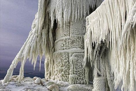 Lake Michigan lighthouse - photo by Thomas Zakowski
