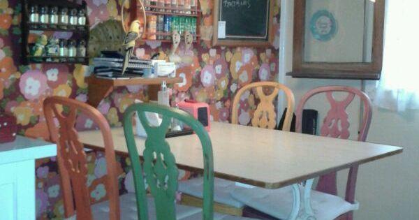 Sillas de cocina pintadas en distintos colores - Muebles antiguos malaga ...