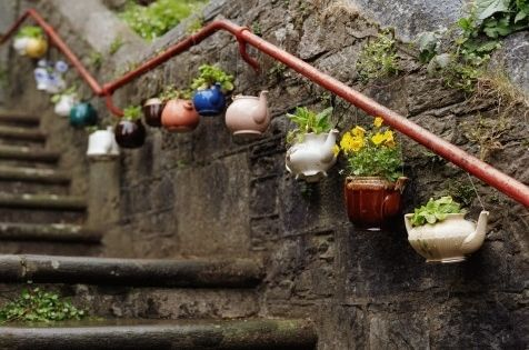 DIY garden ideas. Old tea pots