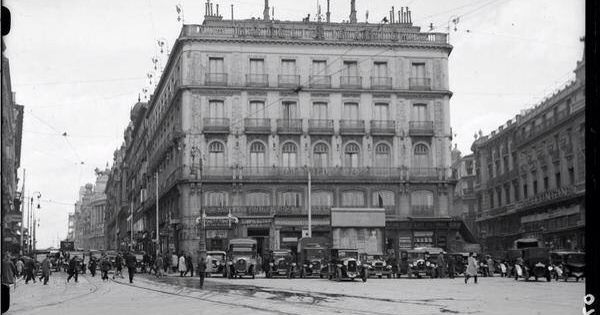 Puerta del sol hotel par s 1930 madrid pinterest for Hotel paris en madrid puerta del sol