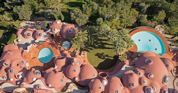 Take A Tour Of Pierre Cardin S 300 Million Pound Bubble Mansion Organic Architecture Bubble House Pierre Cardin