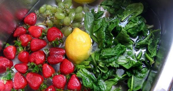 Homemade Fruit and Vegetable Wash/Preserver That Works! (Spray AND Soak recipe here).