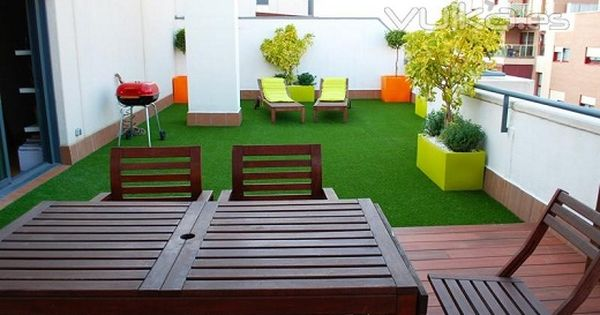 Decoraci n de terrazas con cesped artificial para m s - Terraza con cesped artificial ...