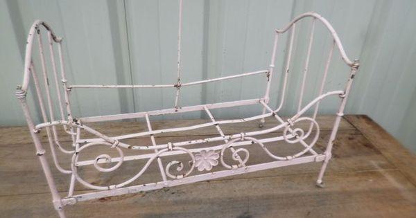petit lit de poupee epoque debut 1900 en fer forge toys. Black Bedroom Furniture Sets. Home Design Ideas