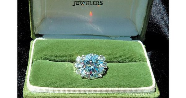 Ginger Alden S Engagement Ring Designed By Lowell Hays