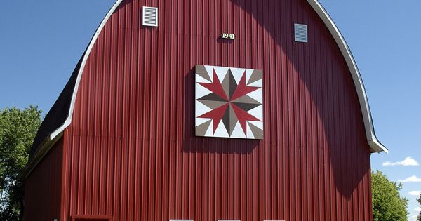 Barn Quilt - love the barn quilt idea - could coordinate between