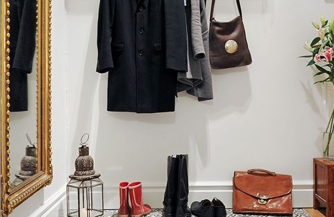 5 Inspiring Small-Space Entryways that Take Up No Space at All.. Go