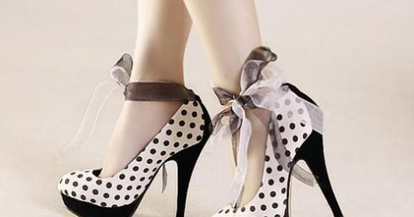Today's pair of Cute Shoes, courtesy of Shineelovee, features Black and White