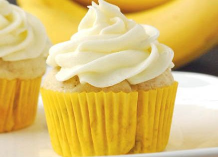 banana cupcakes with cream cheese frosting (my boothang loves his banana desserts!)